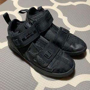 Nike Lebron Soldier XIII boys size 4.5